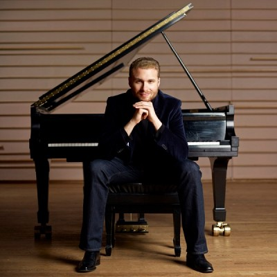 "Adam Golka's 32@32: Beethoven's Piano Sonatas - ""Pathétique"" and a Cosmic Finale"